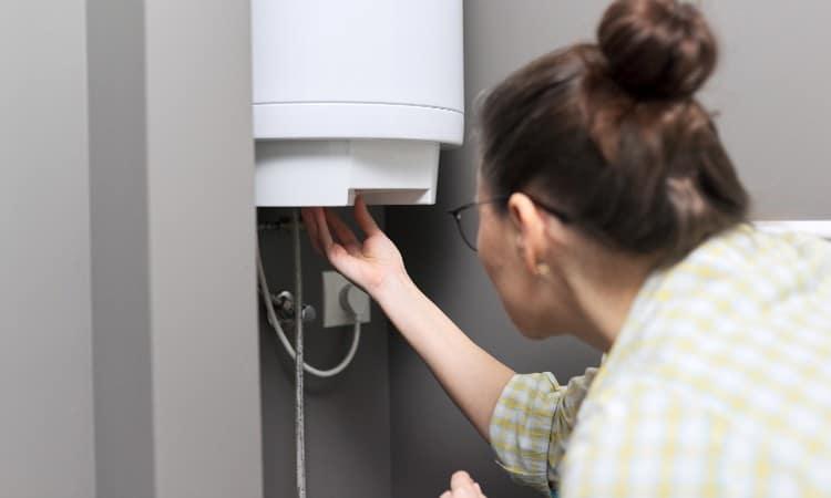 Water heater knocking